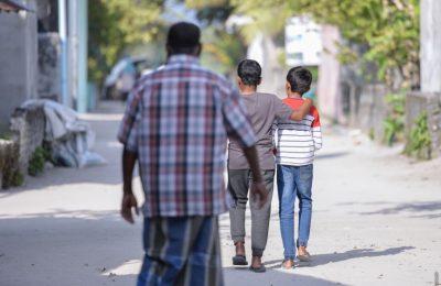 Kids-walking-road