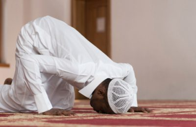 web3-muslim-islam-prayer-prostrate-african-muslim-temple-dishdasha-shutterstock
